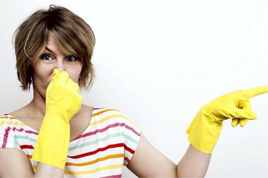 Как убрать запах из шкафа